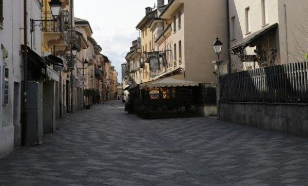 il centro storico di Aosta deserto