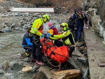 Tredicenne bloccato nel torrente a Cogne, interviene il Sav