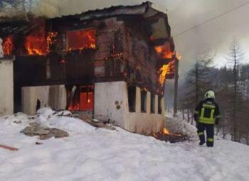 Distrutta dalle fiamme la Casa del bob