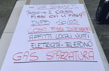protesta davanti palazzo regionale